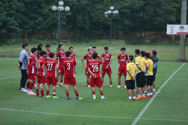 """ĐT Việt Nam """"nhồi"""" thể lực: Săn vàng AFF Cup phải khỏe như lực sỹ - 1"""