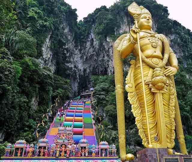 Vượt 272 bậc thang cầu vồng để đến ngôi đền cầu được ước thấy - 4
