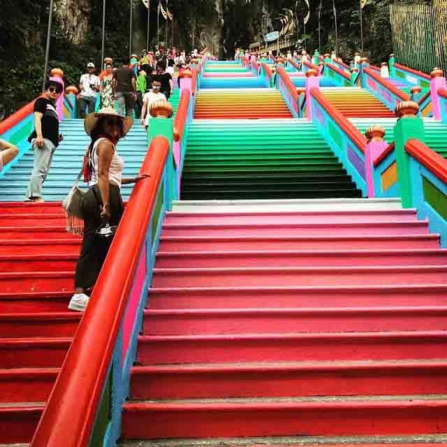 Vượt 272 bậc thang cầu vồng để đến ngôi đền cầu được ước thấy - 6