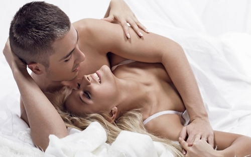 """Hot: Làm """"chuyện ấy"""" đều giúp tăng tới 25% cỡ ngực"""