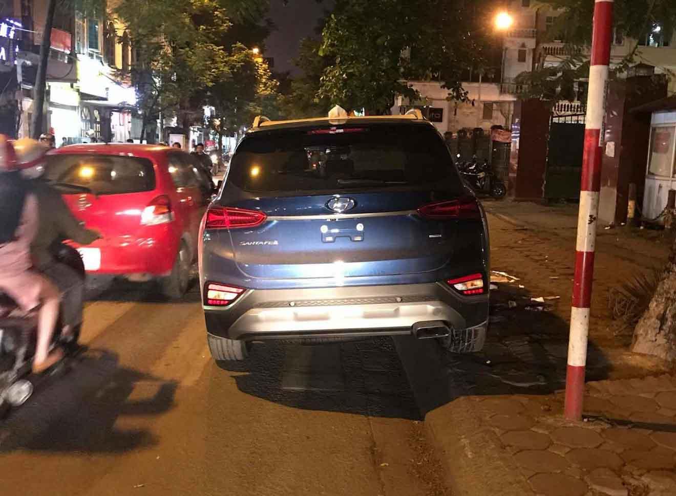 Hyundai SantaFe 2019 bất ngờ xuất hiện trên đường phố Hà Nội - 13