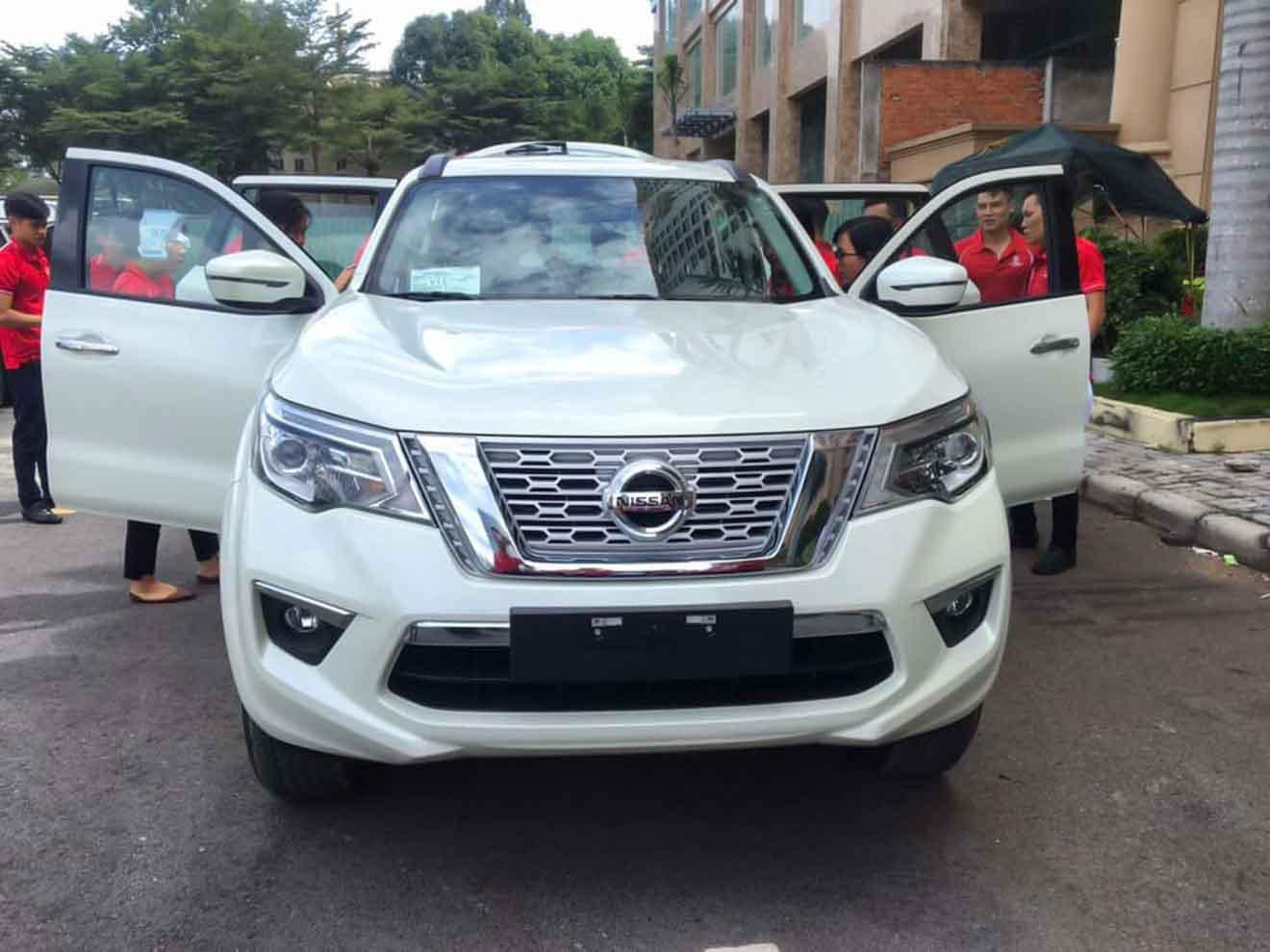 Lộ ảnh thực tế và giá bán Nissan Terra tại Việt Nam - 1