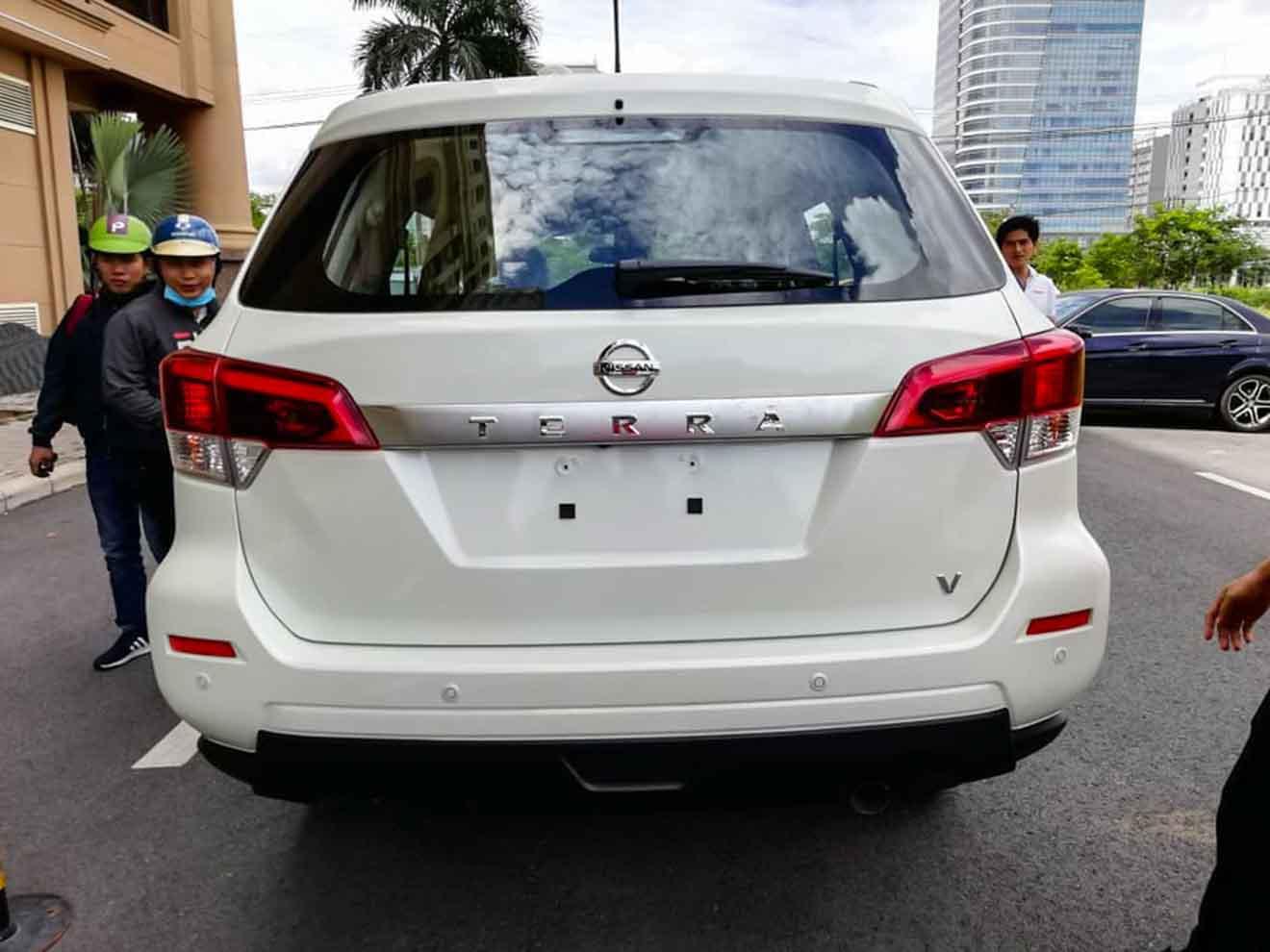 Lộ ảnh thực tế và giá bán Nissan Terra tại Việt Nam - 6