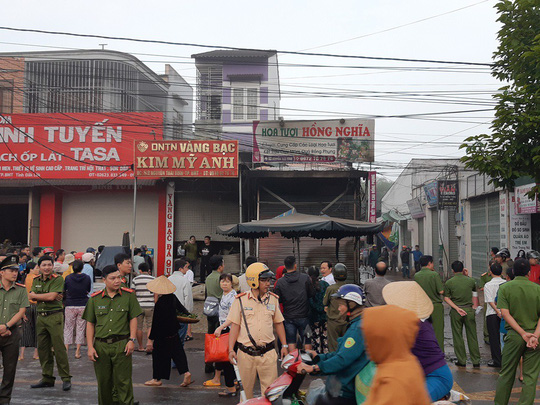 Hỏa hoạn thiêu rụi cửa hàng hoa, 2 người tử vong - 1