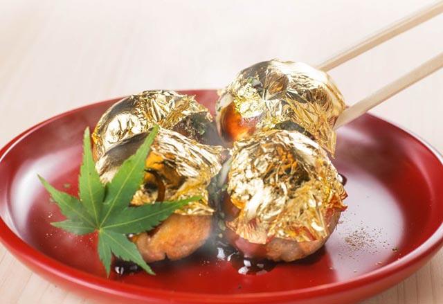 Giàu có như người Nhật, đem vàng bọc vào thức ăn chỉ để trang trí - 1