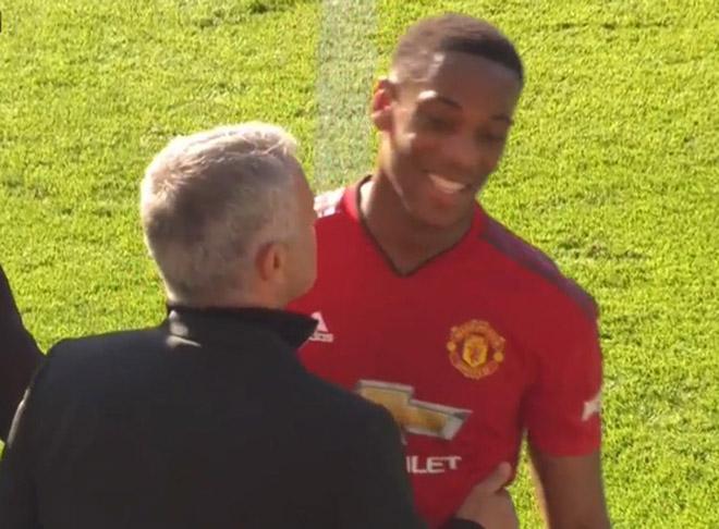 """Mourinho chỉ tin 2 trung vệ MU: Đấu đá Man City tranh """"Vidic mới"""" - 3"""