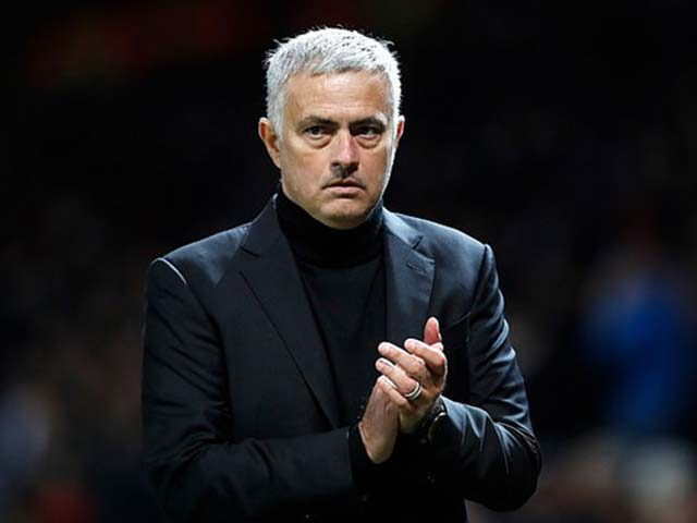 """MU siêu """"bom tấn"""" Lukaku, Sanchez toàn """"xịt"""": Sao Mourinho vẫn đòi tiền?"""