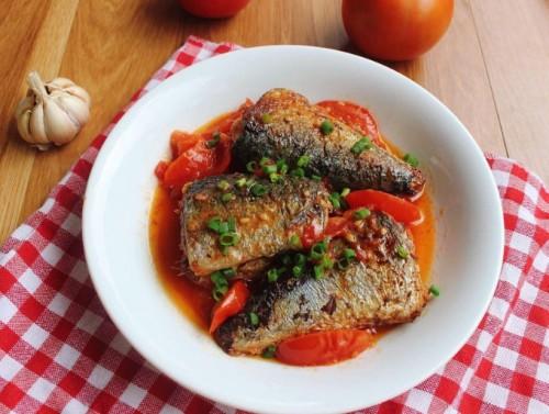 Cá nục sốt cà chua béo thơm cho bữa tối - 1