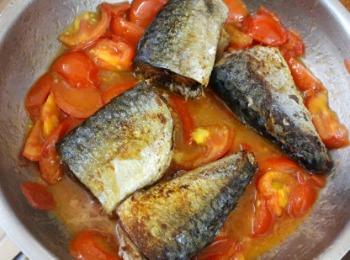 Cá nục sốt cà chua béo thơm cho bữa tối - 6