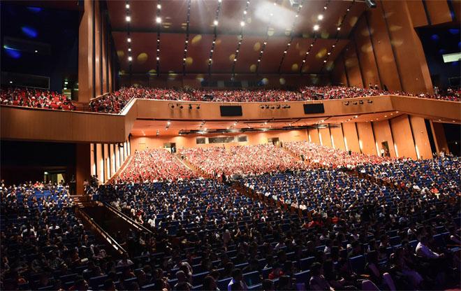 4000 khán giả đến xem Lệ Quyên hát sung bên đàn anh Tuấn Hưng - 2