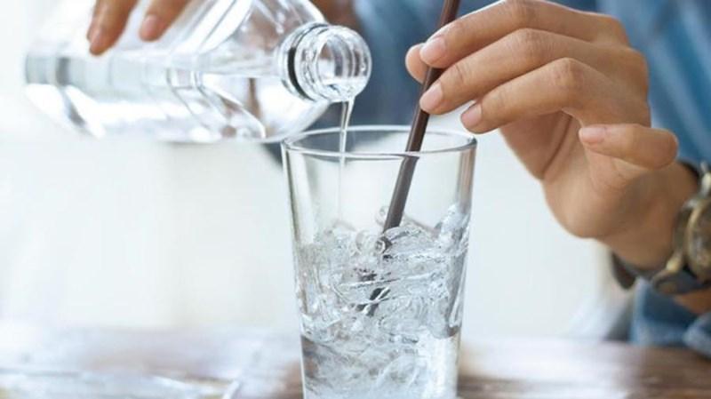 Nước ấm, nước lạnh: Uống thời điểm nào cho thích hợp? - 2