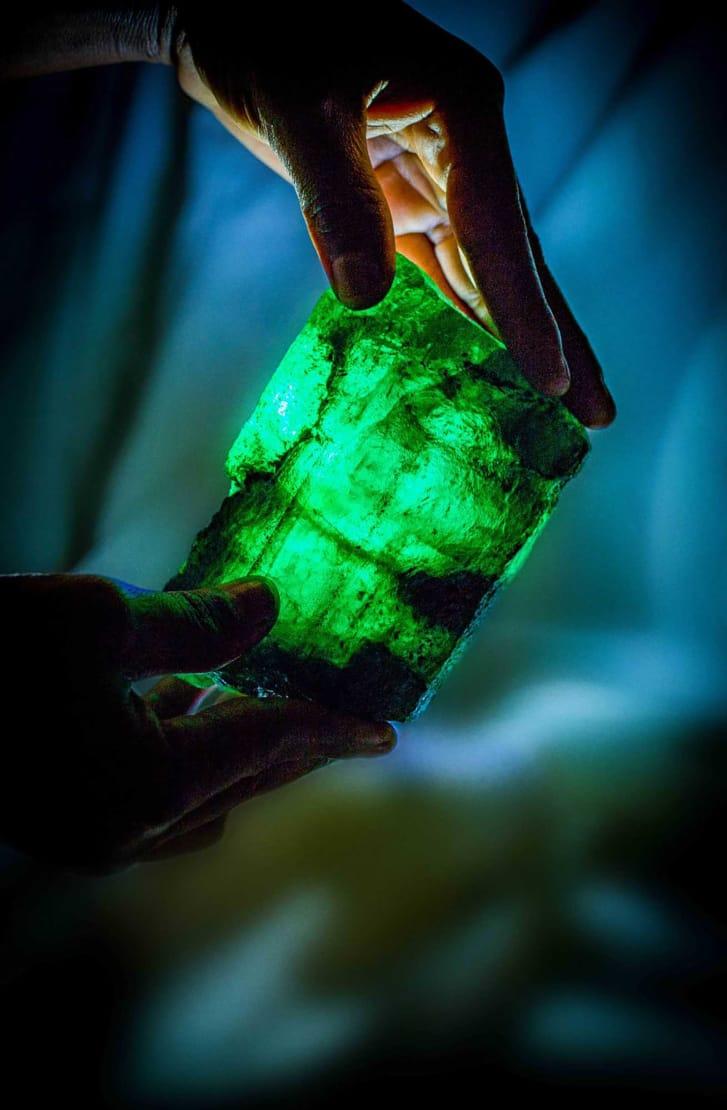 Tìm thấy đá quý đắt hơn kim cương, nặng 1,1kg ở hầm mỏ Zambia - 2