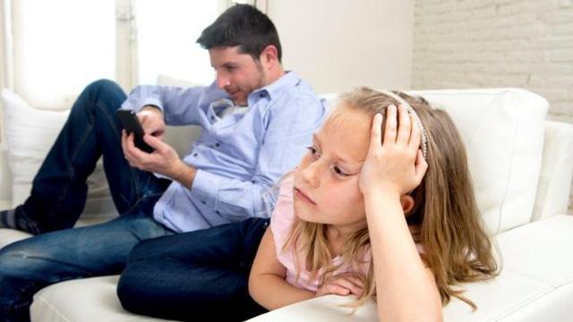 """Giật mình với những thói quen thường thấy khiến """"con hư tại bố"""" - 3"""