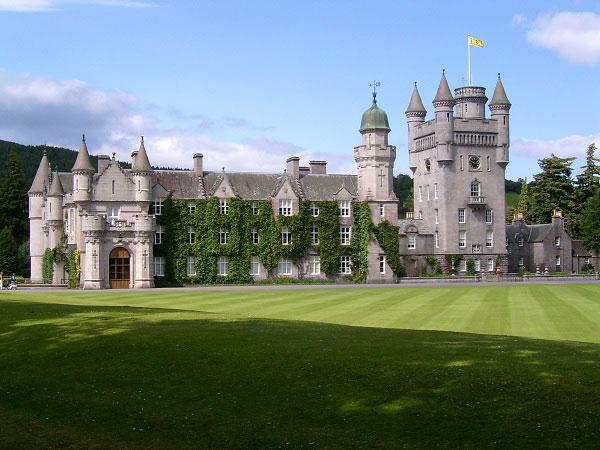 Những lâu đài đẹp ngẩn ngơ thường xuyên xuất hiện trong các bộ phim nổi tiếng - 7