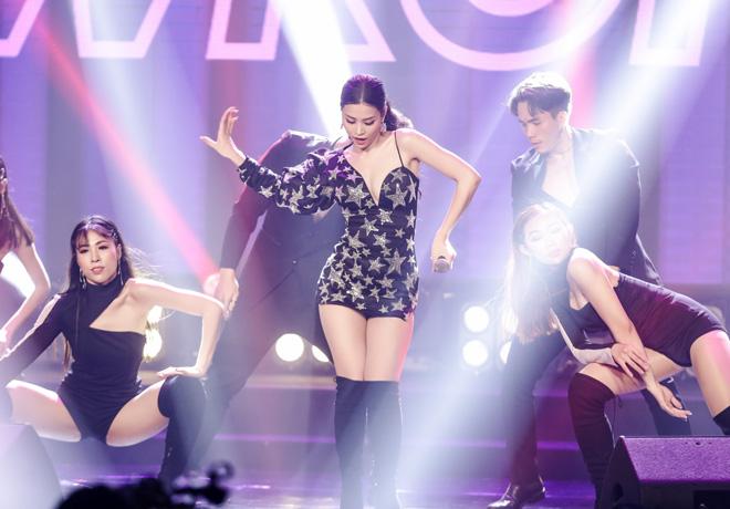 """Mặc chê bai, Bảo Anh vẫn diện sexy hát """"Như lời đồn"""" giữa tâm bão - 9"""