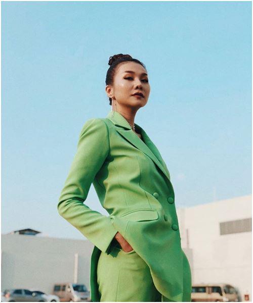 Suit: Món đồ quyền lực mới của các cô nàng công sở - 10