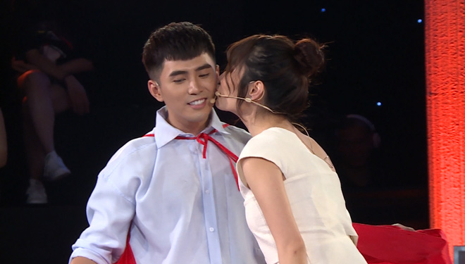 Diễm My 9x là người đẹp khiến Hồ Quang Hiếu xúc động khi hôn - 3