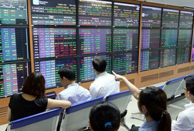 Ngân hàng siết vốn, công ty chứng khoán cắt giảm cho vay - 1