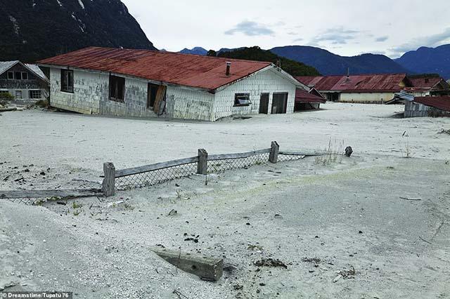 Rợn người vì những bí ẩn đằng sau nhiều ngôi làng bị bỏ hoang trên thế giới - 3