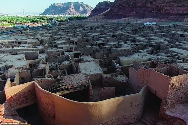 Rợn người vì những bí ẩn đằng sau nhiều ngôi làng bị bỏ hoang trên thế giới - 14