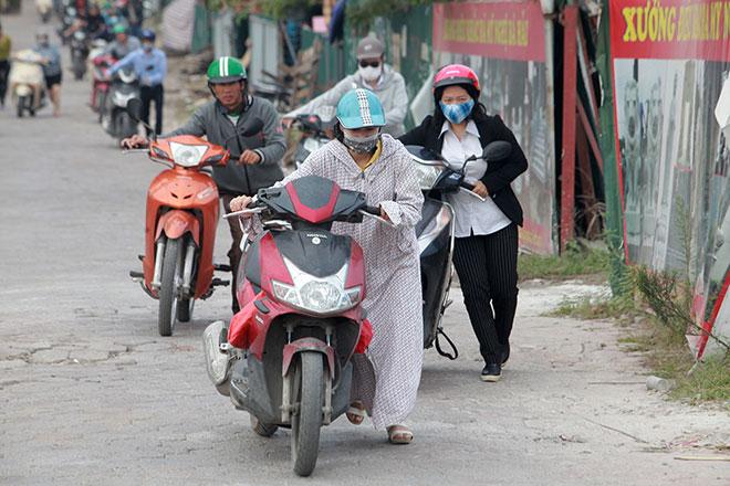 """Những hình ảnh lạ lùng trên phố """"dắt xe đi bộ"""" duy nhất ở Việt Nam - 6"""