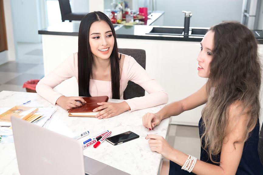 Tiểu Vy tích cực học tiếng Anh chuẩn bị dự thi Miss World - 3