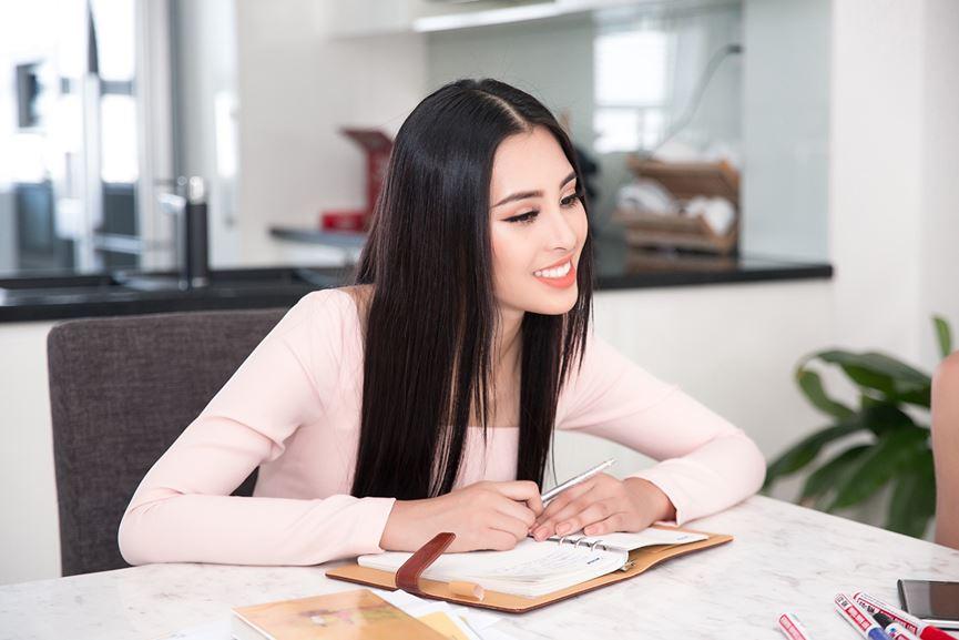 Tiểu Vy tích cực học tiếng Anh chuẩn bị dự thi Miss World - 7
