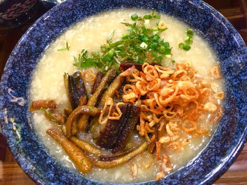 """Mát trời nấu ngay cháo lươn vừa thơm vừa mềm """"hạ gục"""" mọi chiếc bụng đói - 1"""