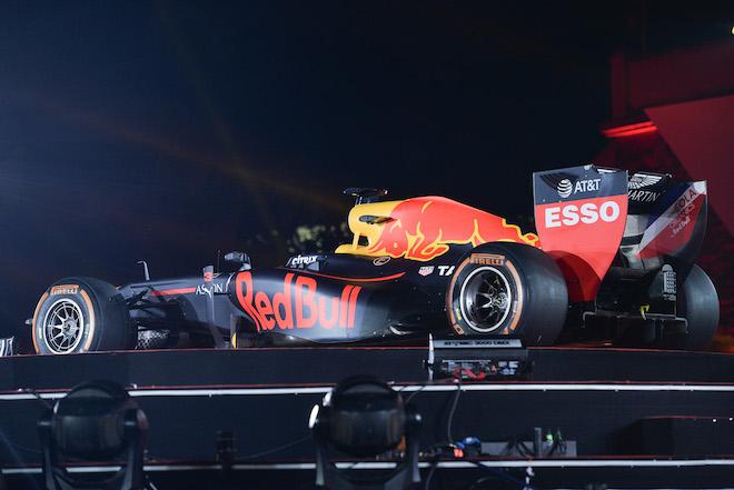 Cận cảnh xe đua F1 trị giá hàng triệu USD tại Hà Nội - 1
