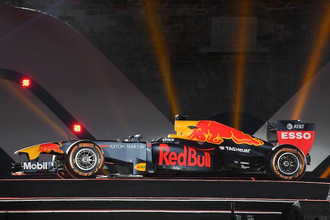 Cận cảnh xe đua F1 trị giá hàng triệu USD tại Hà Nội - 2