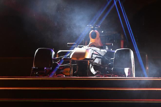 Cận cảnh xe đua F1 trị giá hàng triệu USD tại Hà Nội - 5