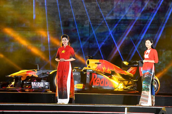 Cận cảnh xe đua F1 trị giá hàng triệu USD tại Hà Nội - 6