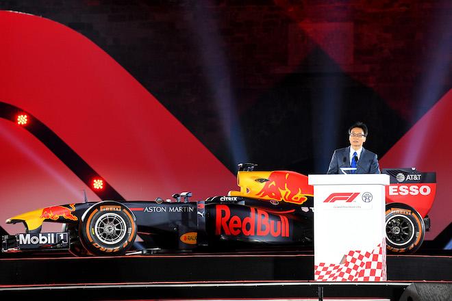 Cận cảnh xe đua F1 trị giá hàng triệu USD tại Hà Nội - 8