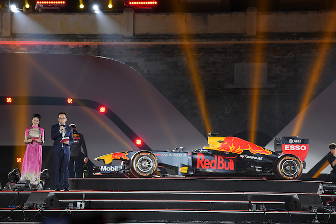 Cận cảnh xe đua F1 trị giá hàng triệu USD tại Hà Nội - 3