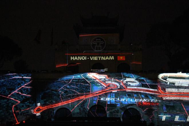 Cận cảnh xe đua F1 trị giá hàng triệu USD tại Hà Nội - 7