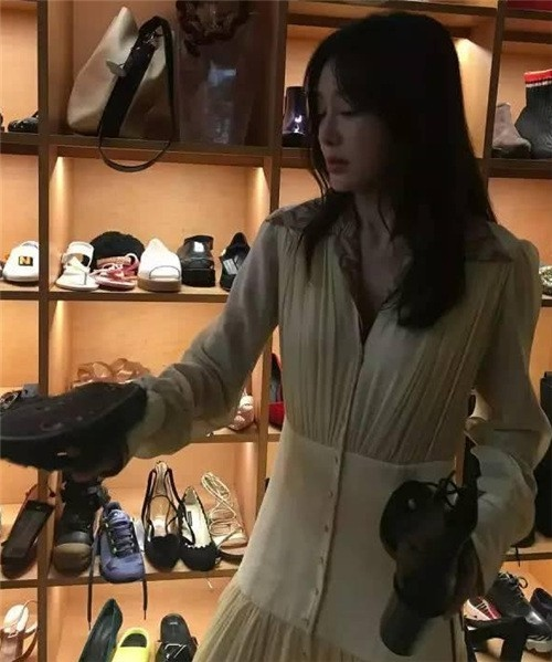 Sao Hoa ngữ giàu sụ vẫn mê thời trang hạ giá, giá bèo - 2