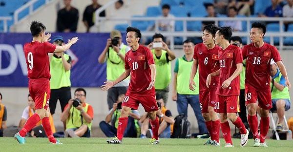"""Ký ức AFF Cup: Hồng Sơn tiết lộ bí mật phòng thay đồ """"Thế hệ vàng"""" - 2"""