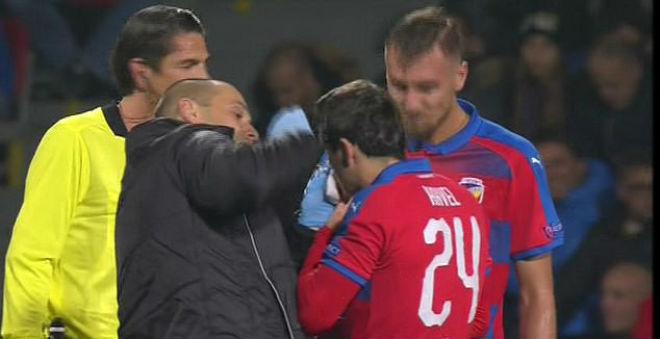"""""""Đại ca"""" Ramos lại giở võ cúp C1: Kinh hãi cùi chỏ làm đối thủ đổ máu - 3"""