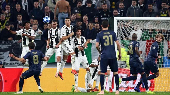 """Derby Manchester: MU chơi """"bóng chết"""" & những người khổng lồ của Mourinho - 1"""