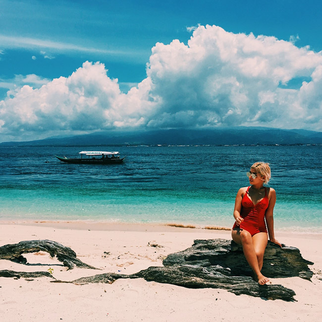 Những bãi biển tuyệt đẹp có màu cát kỳ lạ - 4