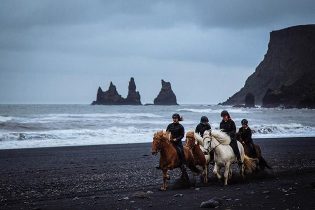 Những bãi biển tuyệt đẹp có màu cát kỳ lạ - 5