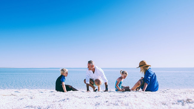 Những bãi biển tuyệt đẹp có màu cát kỳ lạ - 6
