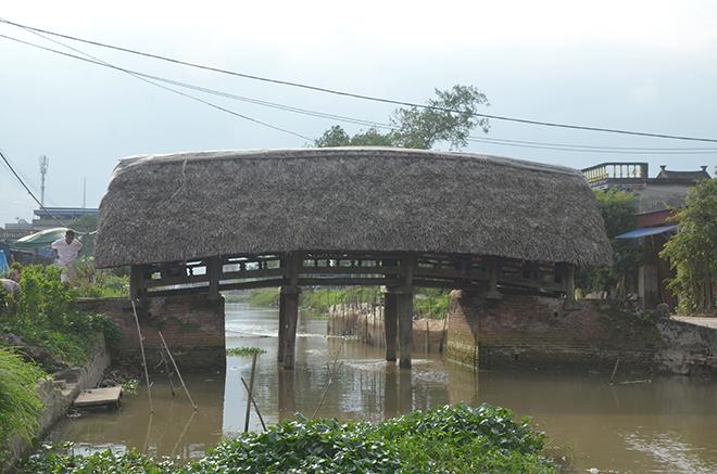 """Điều ít biết về cây cầu lợp mái lá """"độc nhất vô nhị"""" ở Việt Nam - 1"""