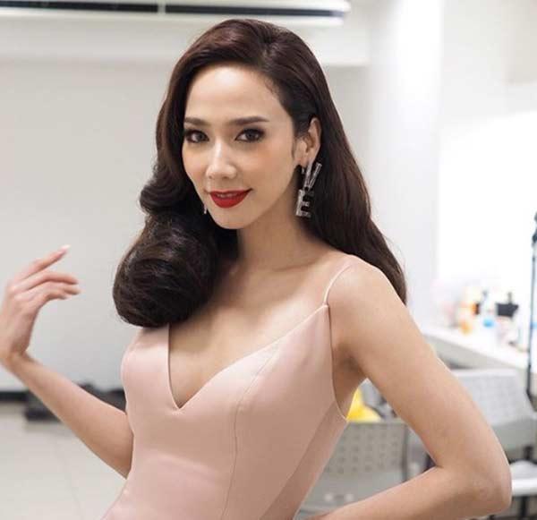 """""""Nữ hoàng giải trí Thái"""" làm đẹp bằng đu đủ - 2"""