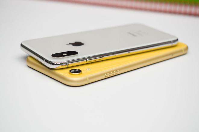 Khung thép ko gỉ của điện thoại iPhone Xs cứng đến cỡ nào?