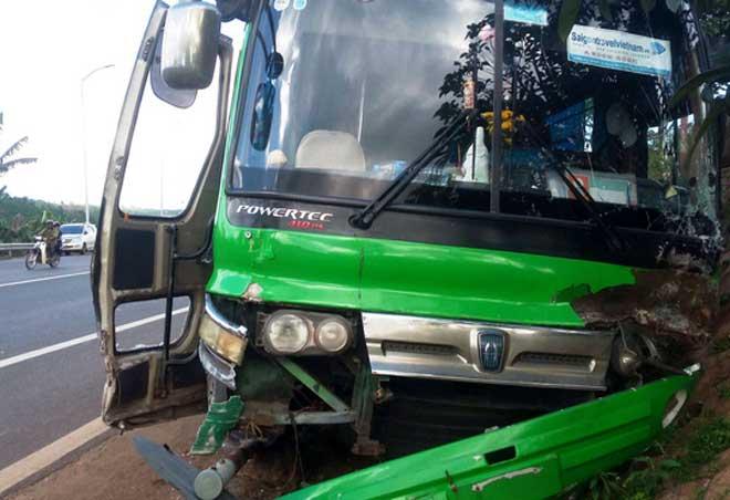 """CSGT nói gì về việc """"người hùng"""" cướp lái cứu 30 hành khách gặp nạn? - 3"""