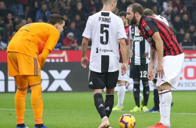 """Ronaldo tinh quái đọc vị Higuain: Szczesny bắt 11m """"dễ như ăn kẹo"""" - 3"""