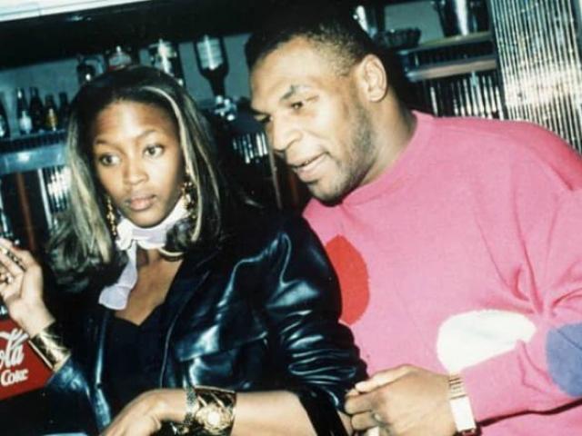 """Vỡ lở """"chuyện ấy"""" Mike Tyson: """"Vui vẻ"""" với người đẹp ở nơi công cộng"""