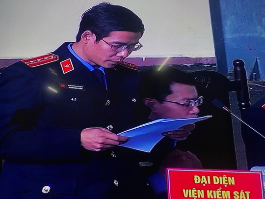 Ông Phan Văn Vĩnh mệt mỏi nghe VKS công bố cáo trạng buộc tội - 3