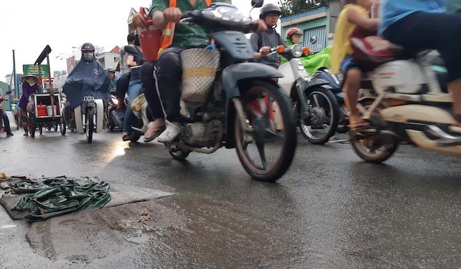 """Người Sài Gòn """"hoá điên"""" vì điệp khúc kẹt xe khi qua lô cốt - 4"""